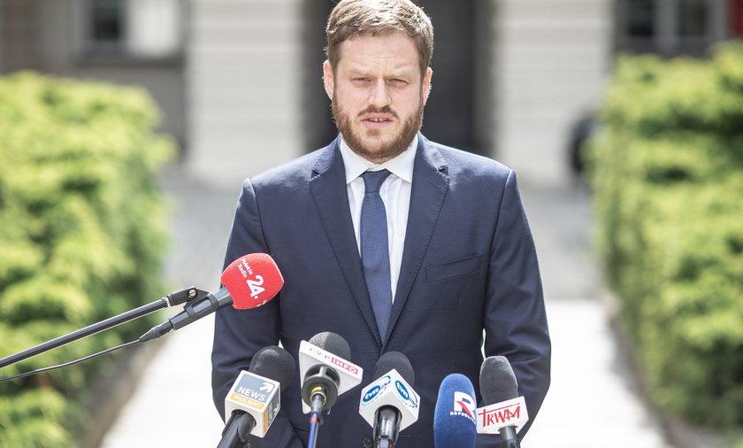 Minister (obecnie cyfryzacji) Janusz Cieszyński.