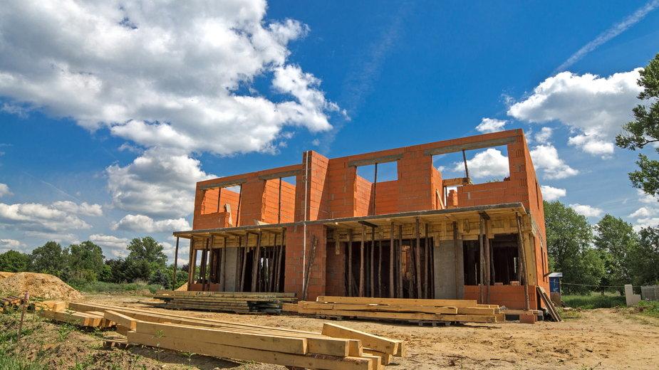 Przed rozpoczęciem budowy należy dopełnić wszystkich formalności - tobisto/stock.adobe.com