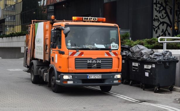Jeden przetarg na odbiór i zagospodarowanie odpadów pomagał niektórym gminom utrzymywać poziom cen za odbiór śmieci na niewysokim poziomie.