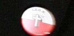 Kaczyński ma znaczek obrońców krzyża