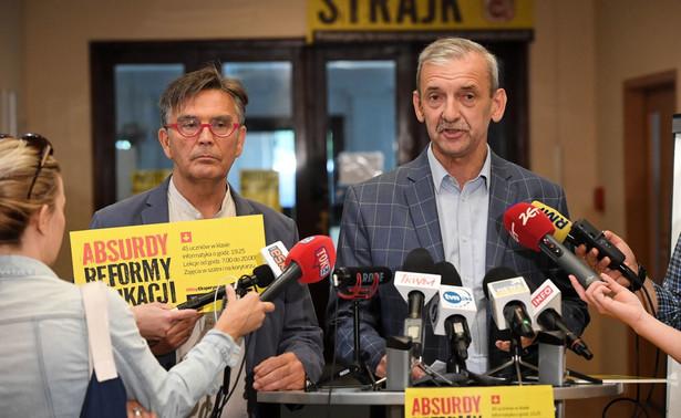 15 października zaczynamy bezterminową akcję protestacyjną, polegającą na wykonywaniu tylko tych czynności, które są opisane w przepisach prawa oświatowego - poinformował w środę prezes Związku Nauczycielstwa Polskiego Sławomir Broniarz.