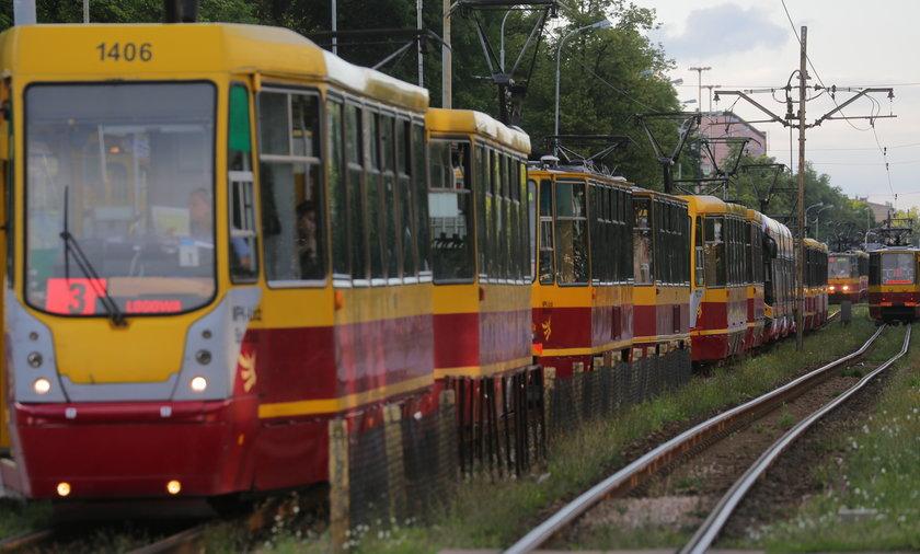 Mężczyzna wpadł pod odjeżdżający tramwaj