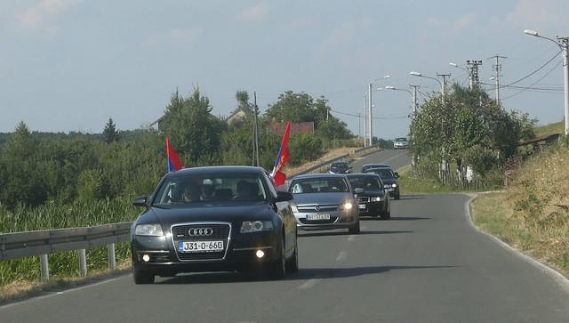 Svatovi stižu na Dodikovo imanje u Bakincima        foto:D. Božić