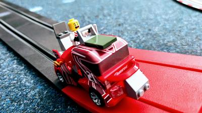 Carrera GO!!! Build 'n Race im Test: Carrerabahn individuell gestalten