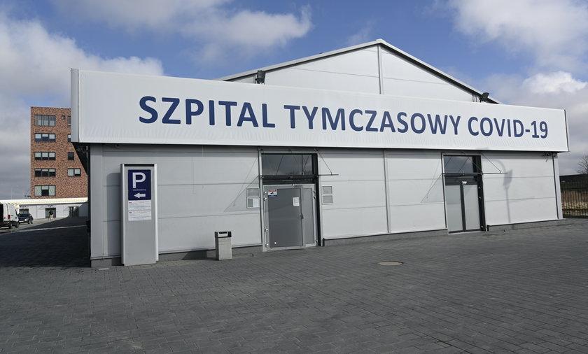 We Wrocławiu szpital tymczasowy wyposażono w łóżka, których pozbył się niemiecki szpital, bo termin ich użytkowania już minął.