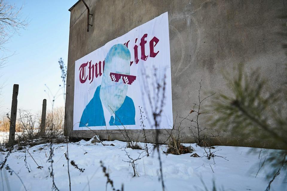 Bartłomiej Misiewicz na muralu w Gdyni