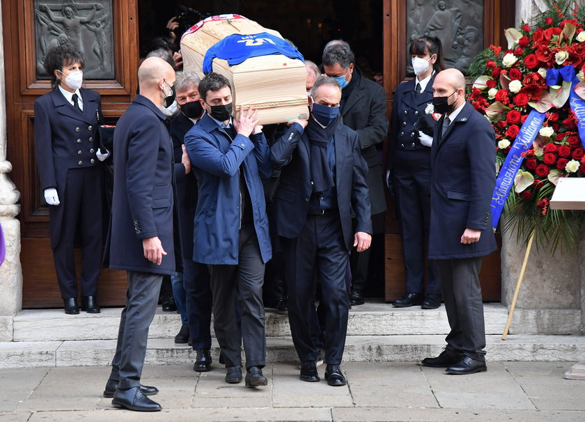 Skandal we Włoszech. W trakcie pogrzebu Paolo Rossiego okradziono jego dom