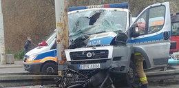 Radiowóz pędził na sygnale! Nagle wypadek, policjant jest w ciężkim stanie