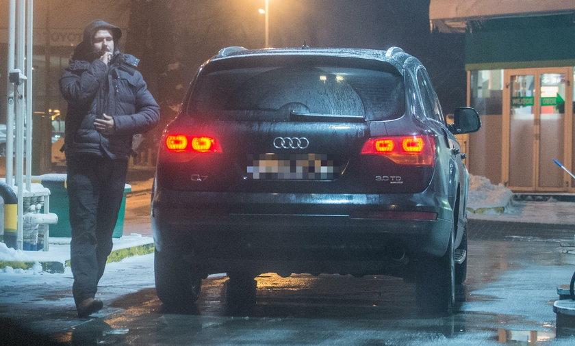 Sławomir Zapała przy swoim Audi Q7