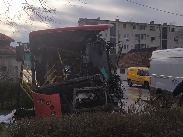Zemun nesreća, sudar dva autobusa i kola, Cara Dušana