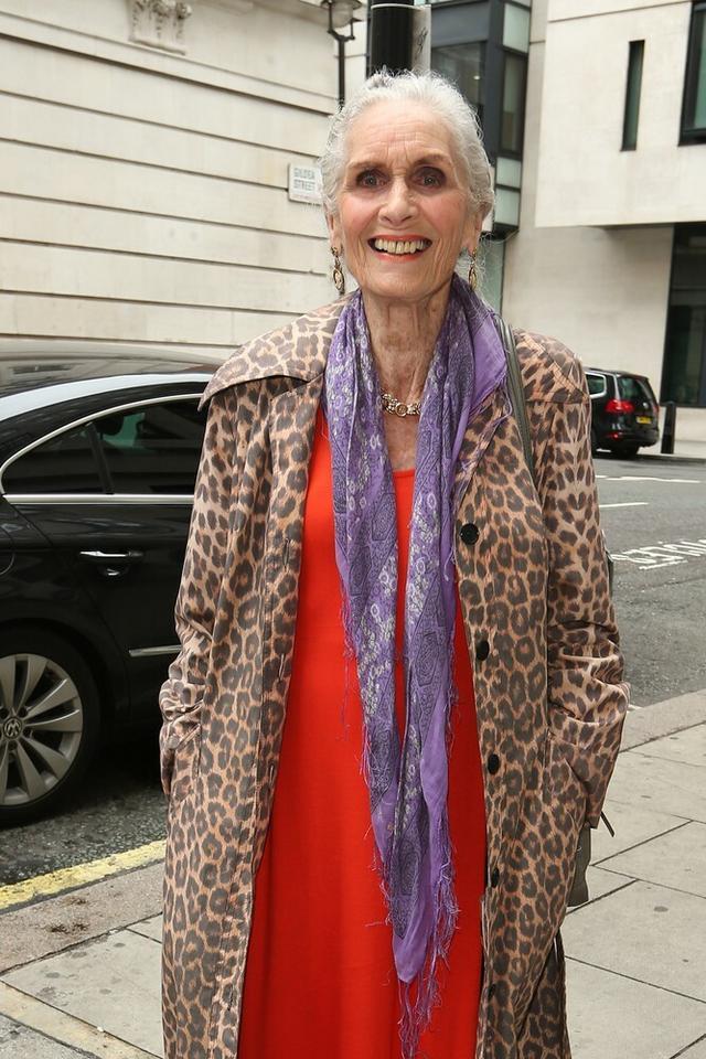 Daphne Selfe - 87 lat