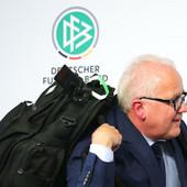 VELIKA BURA U NEMAČKOM FUDBALU Otišao još jedan predsednik saveza, četvrti u nizu koji je podneo ostavku - sada zbog nacističkog ispada!