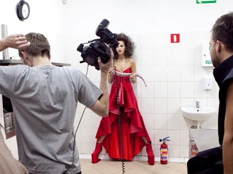 Top Model: Ania pozuje z ogonem wołowym