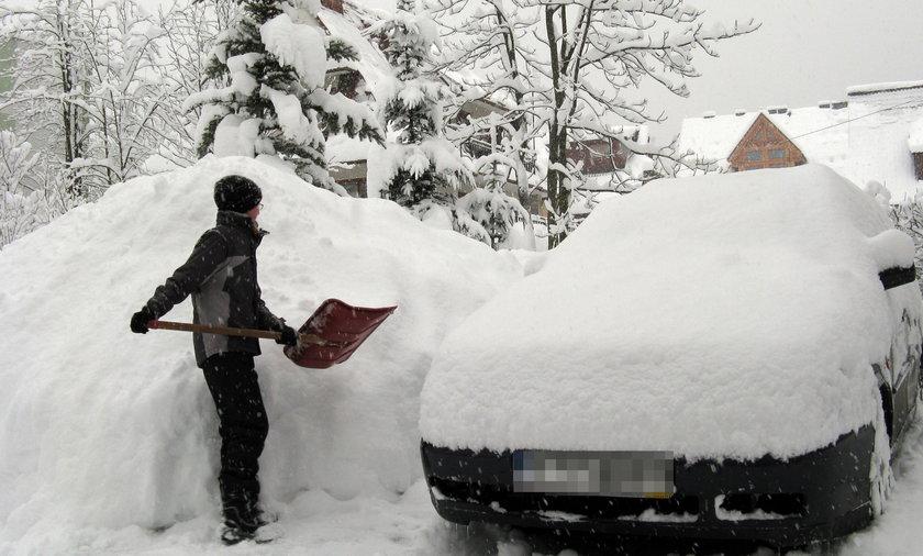 Intensywne opady śniegu w Tatrach. Drugi stopień zagrożenia lawinowego