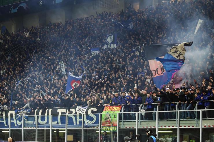 Navijači na utakmici Atalante i Valensije