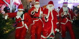 Zmagania świętych Mikołajów na Piotrkowskiej
