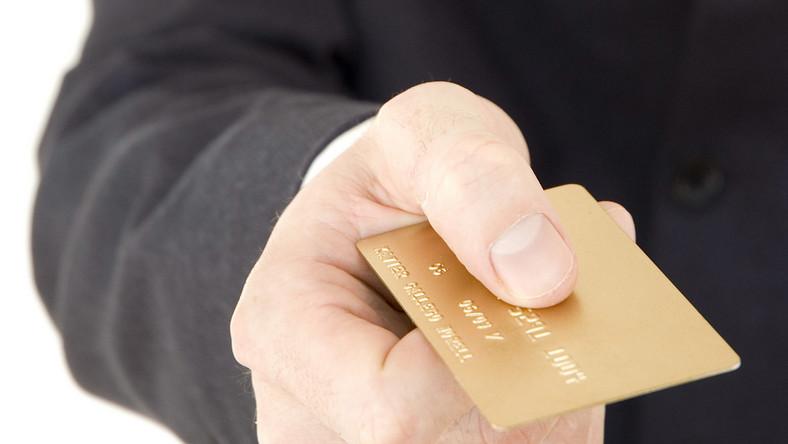 Polacy nie wiedzą co to karta kredytowa