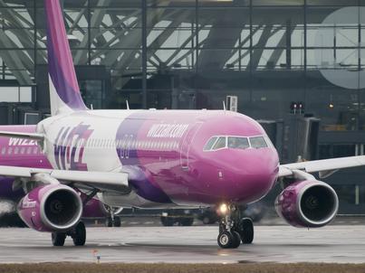 Wizz Air operuje samolotami Airbus A320 i A321. Posiada ponad 80 takich maszyn