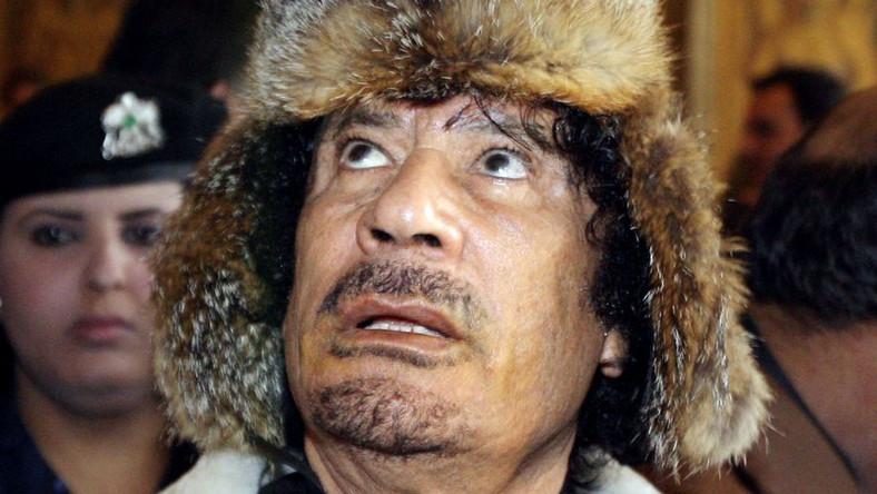 Clinton: Siły Kadafiego mogą używać bomb kasetowych