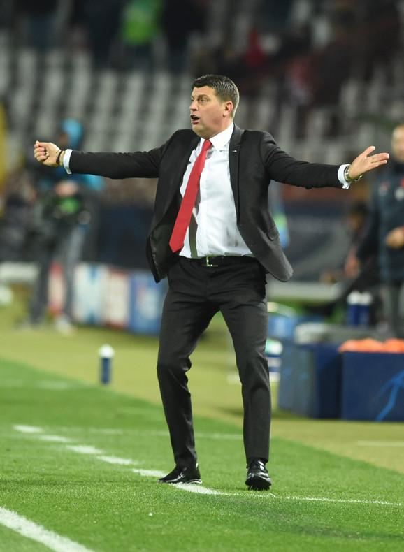 Vladan Milojević u neverici na meču FK Crvena zvezda - Bajern Minhen