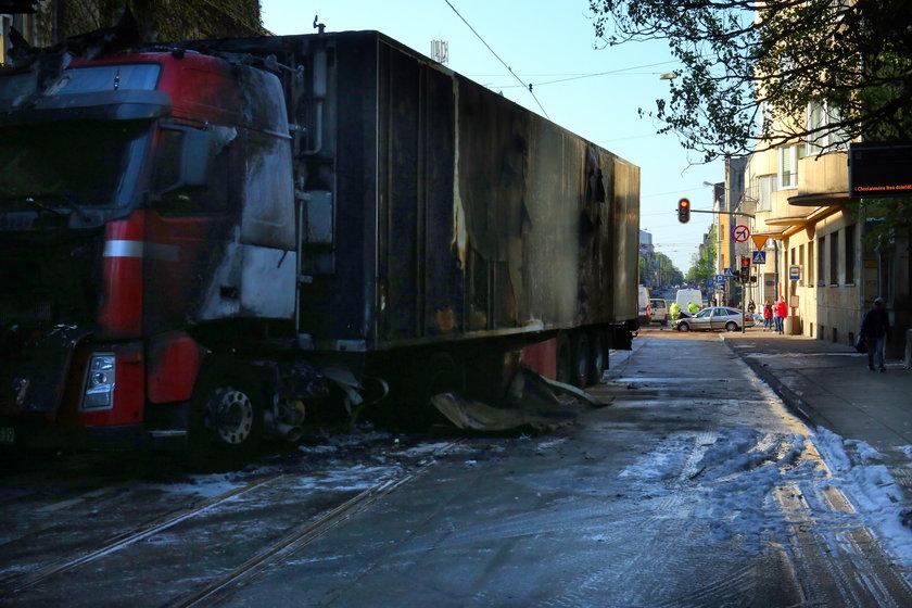Wypadek na Zielonej. Ciężarówka stanęła w płomieniach