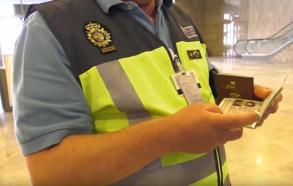 Provera pasoša na aerodromu u Madridu