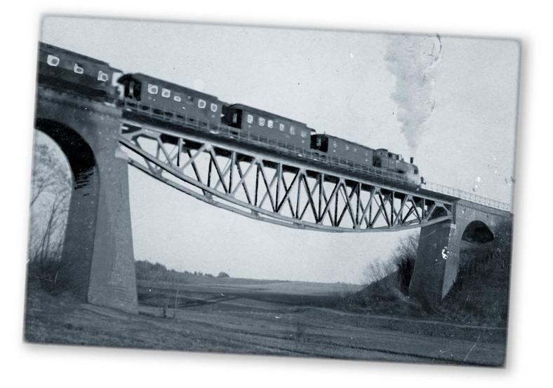 Most kolejowy nad Osiecznicą między Chrzypskiem Małym a Kikowem na linii Szamotuły – Międzychód
