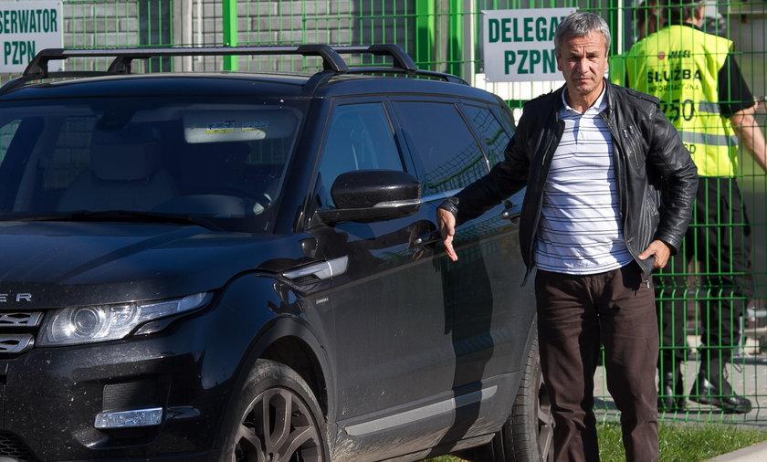 Andrzej Biernat i jego samochód.