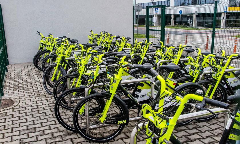 Miejskie rowery elektryczne gotowe do jazdy.