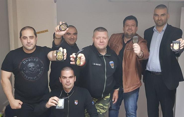 Miša Vacić, DBA, Građanska patrola, Značke