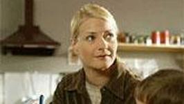 Kobieta pracująca w polskim serialu