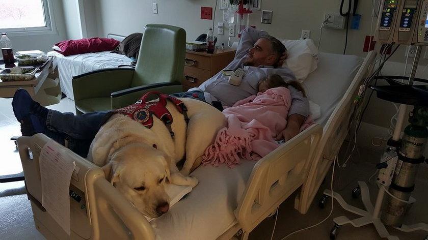 Pies i dziewczynka są nierozłączni