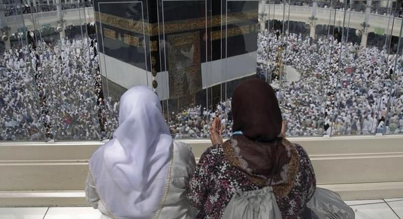 Muslim pilgrims pray around the holy Kaaba at the Grand Mosque ahead of the annual haj pilgrimage in Mecca September 21, 2015.  REUTERS/Ahmad Masood