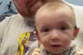 Beba koja prvi put čuje mamin glas