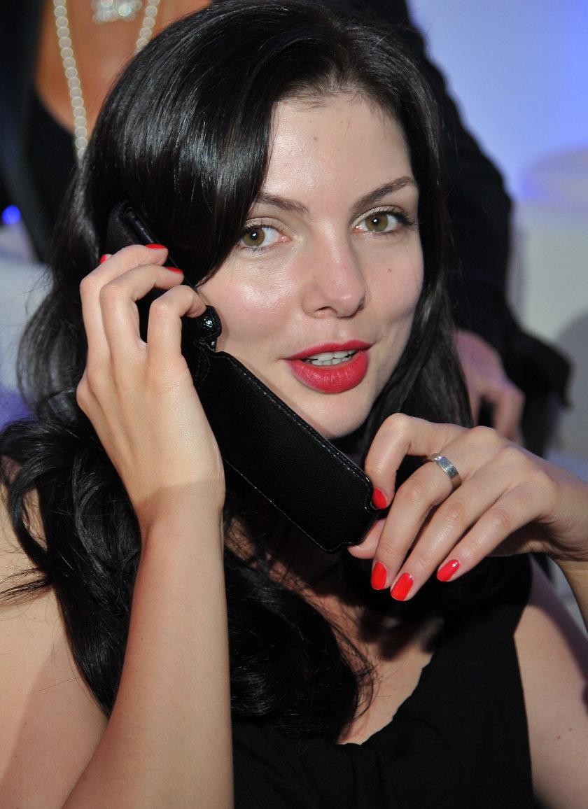 Karolina Gorczyca z czerwonymi ustami