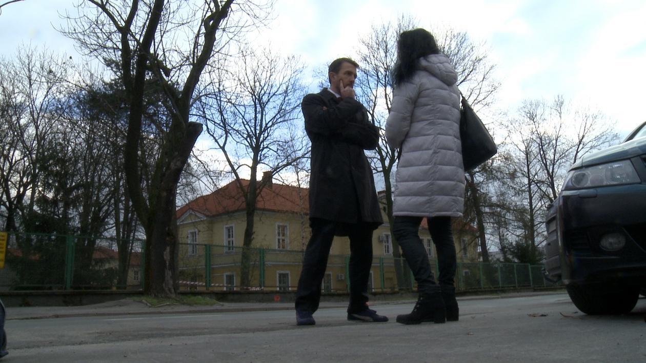 Marta wraz z mec. Radosławem T. Skowronem po spotkaniu w krakowskiej żandarmerii