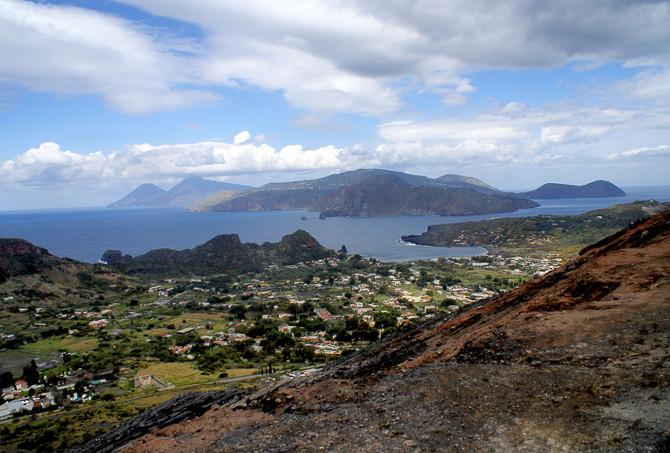 Pogled sa vulkana na kućice