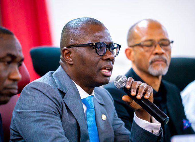 Lagos Governor Sanwo-Olu and Health Commissioner Abayomi brief the press on latest coronavirus containment efforts (@Twitter: @Jidesanwoolu)