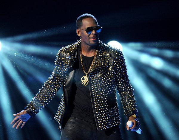 New R. Kelly sex video turned over to authorities, lawyer says