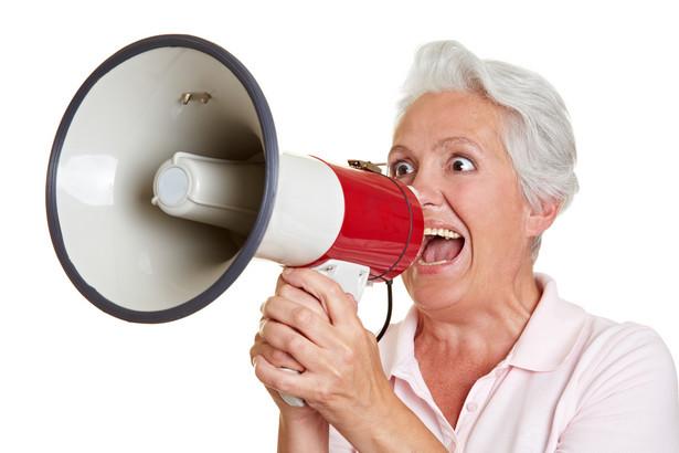 """To właśnie te """"babcie"""" i """"dziadkowie"""" wychodzą na mróz."""