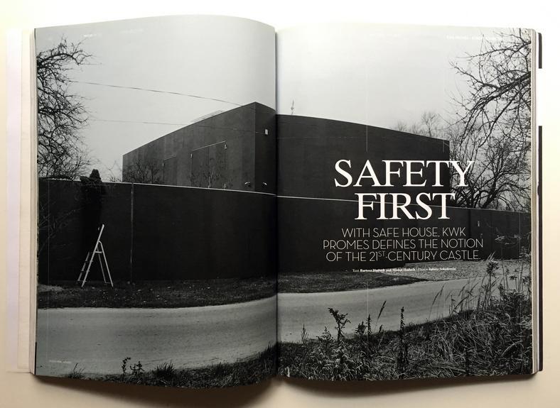 Słynne zdjęcie fotografowanego z ukrycia Domu Bezpiecznego, które opublikował Mark Magazine