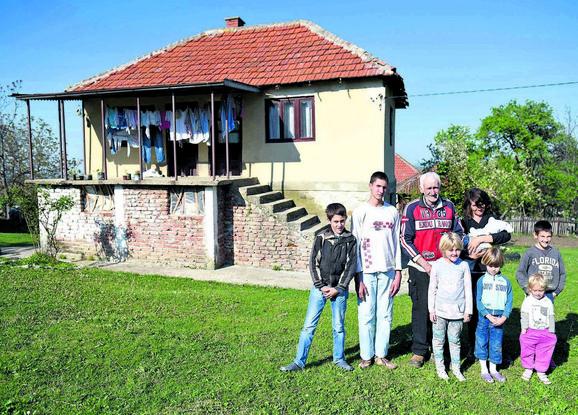 Otac Zoran ima 54 godine. ostao je bez posla, a sad zbog godina neće da ga zaposle