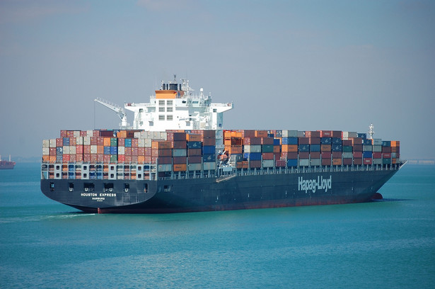 Statek w kanale Sueskim. fot flickr/jgmorard
