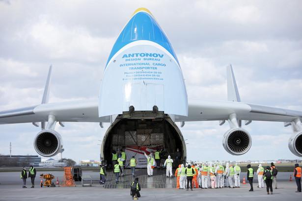 Rozładunek samolotu Antonov An-225 Mriya