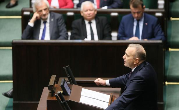 """Schetyna pytany w piątek w programie """"Rzecz o polityce"""" portalu rp.pl, czy Platforma Obywatelska zamierza przywieźć na marsz autokarami ludzi z różnych regionów Polski powiedział, że PO """"pomoże dojechać tym, którzy nie mogą sami tego zorganizować""""."""