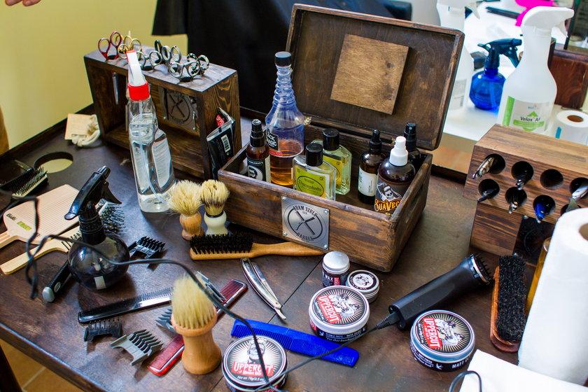 Hostel zamienił się w zakład fryzjerski