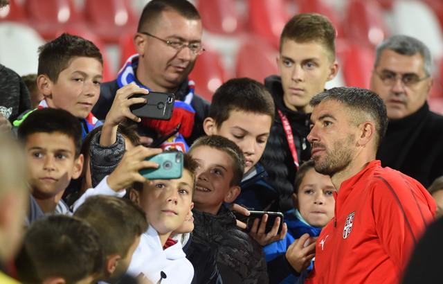 Aleksandar Kolarov je imao vreme za svakog navijača u Kruševcu