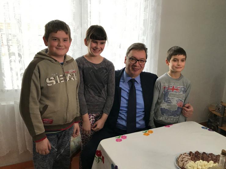 Aleksandar Vučić, Porodica Lapčević, Vrginmost