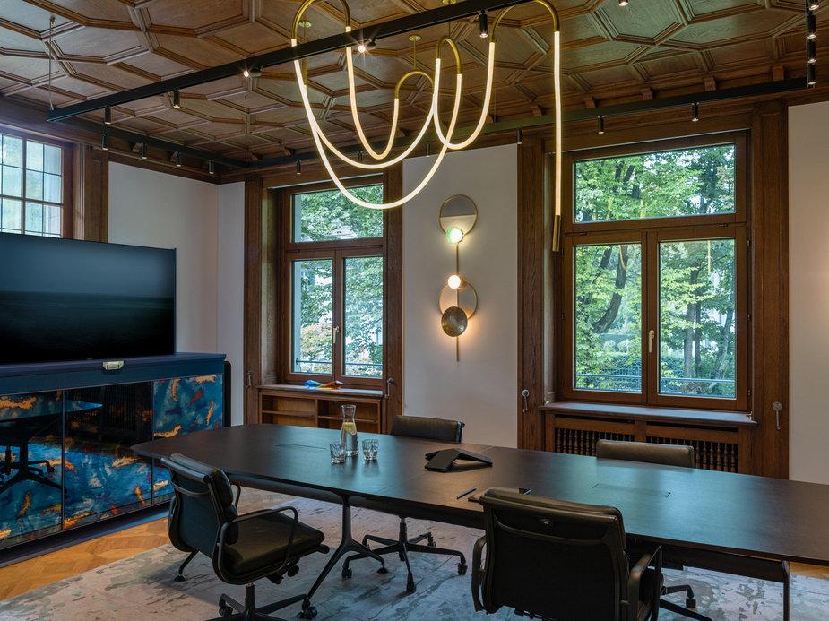 Stuletnia rezydencja zmieniona w eleganckie biuro. Zaglądamy do środka