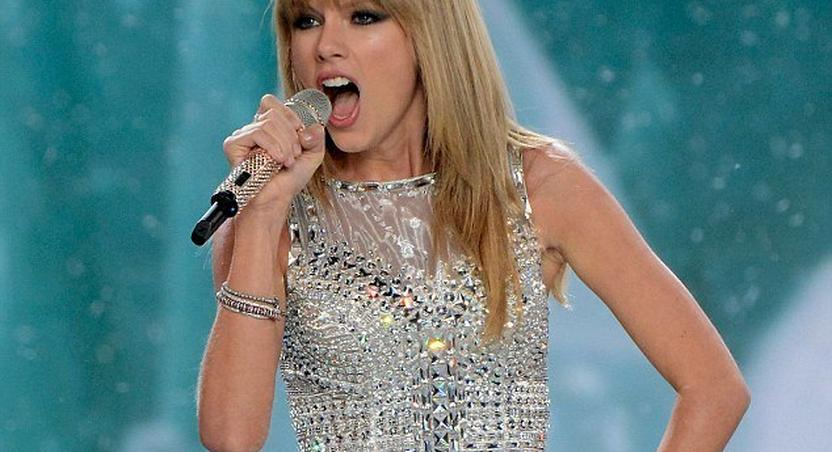 Taylor Swift performing at Victoria's Secret Fashion Show 2013